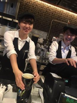 表参道駅直結のお洒落なカフェ!未経験歓迎!シフトは1週ずつ、あなたの予定に合わせた働き方が可能?